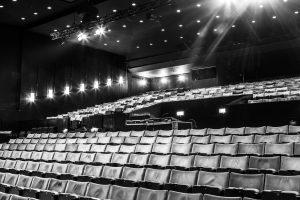 https://medialib.cmcdn.dk/medialibrary/E14AA9D2-2B36-42CA-BEF4-627619A3942B/Bremen-Teater-sal-2-300x200.jpg